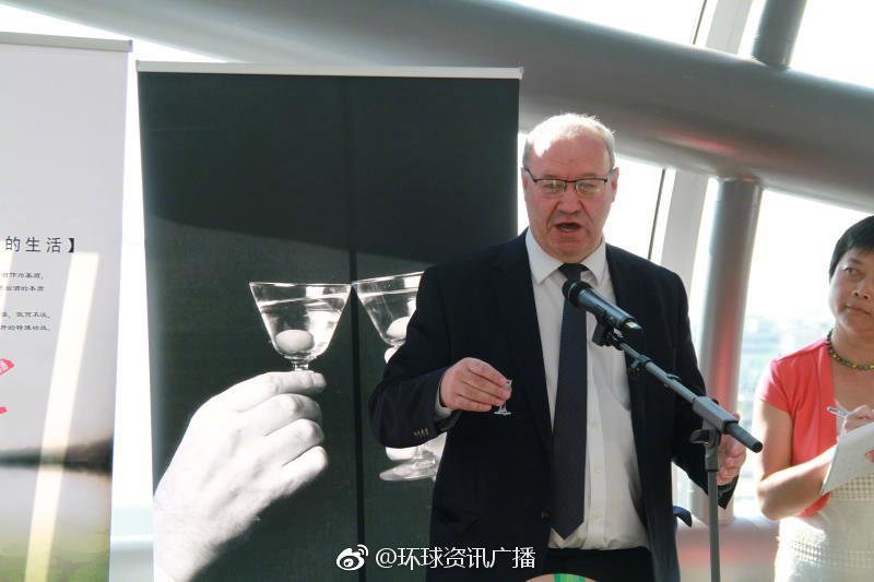 欧洲议会欧中友好小组副主席沃恩发表致辞